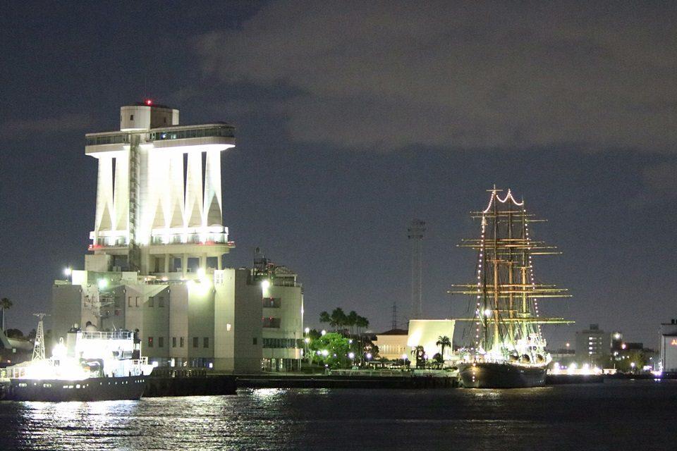 海王丸と名古屋ポートビル