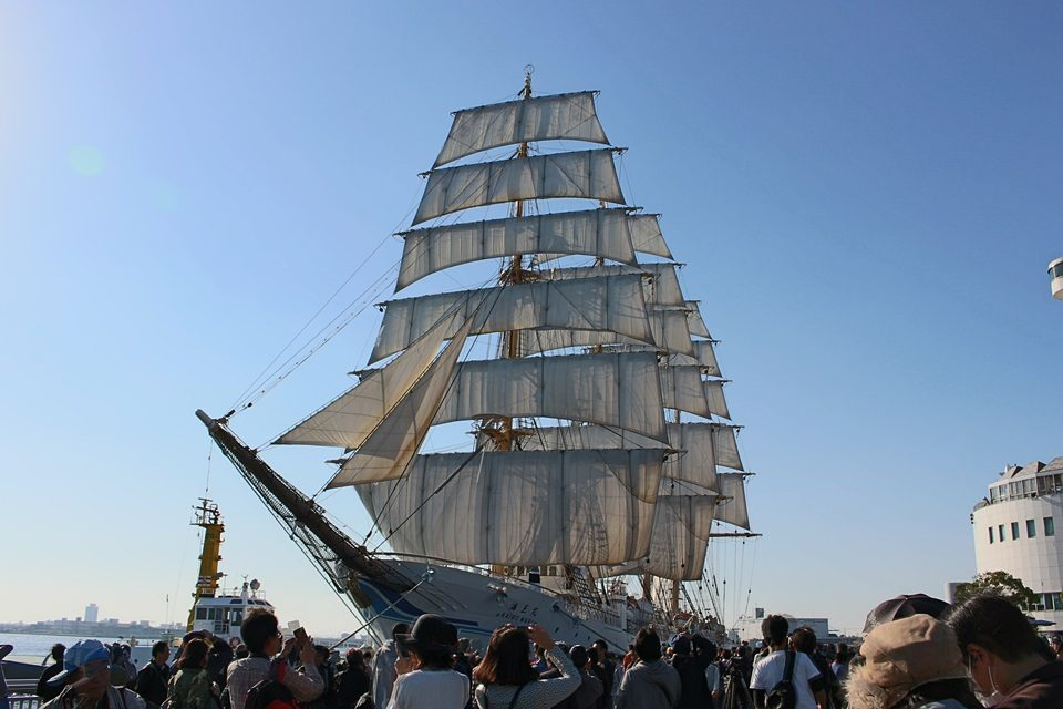 帆を広げた海王丸