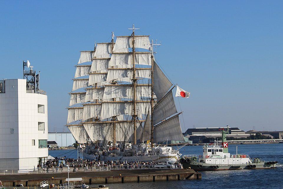 日の丸は帆船に良く似合う