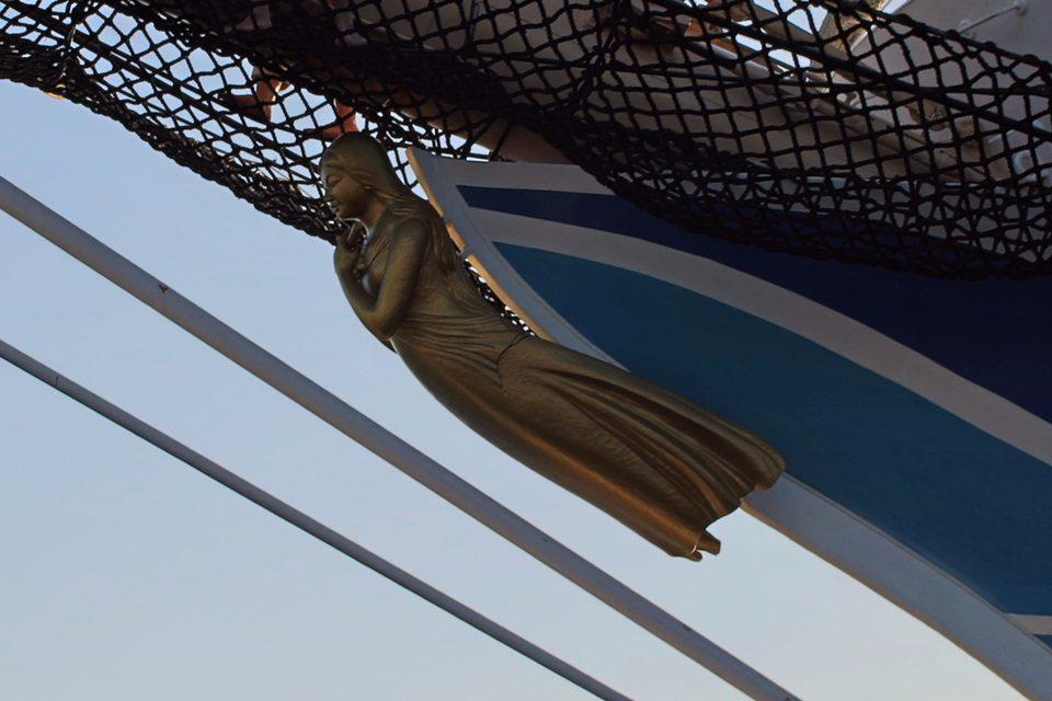 海王丸船首像(紺青の女神)