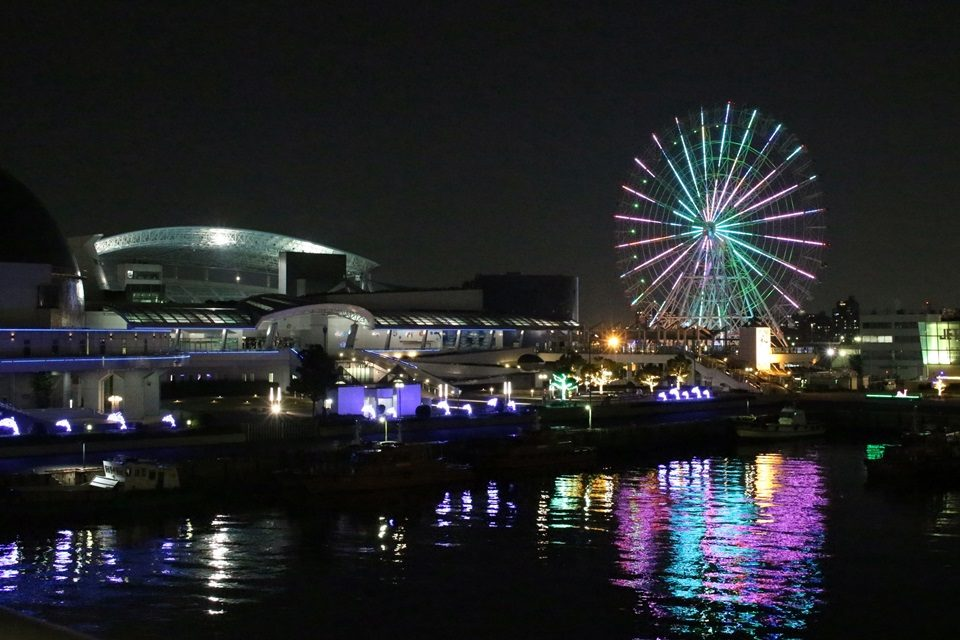 夜の名古屋港水族館とシートレインランド