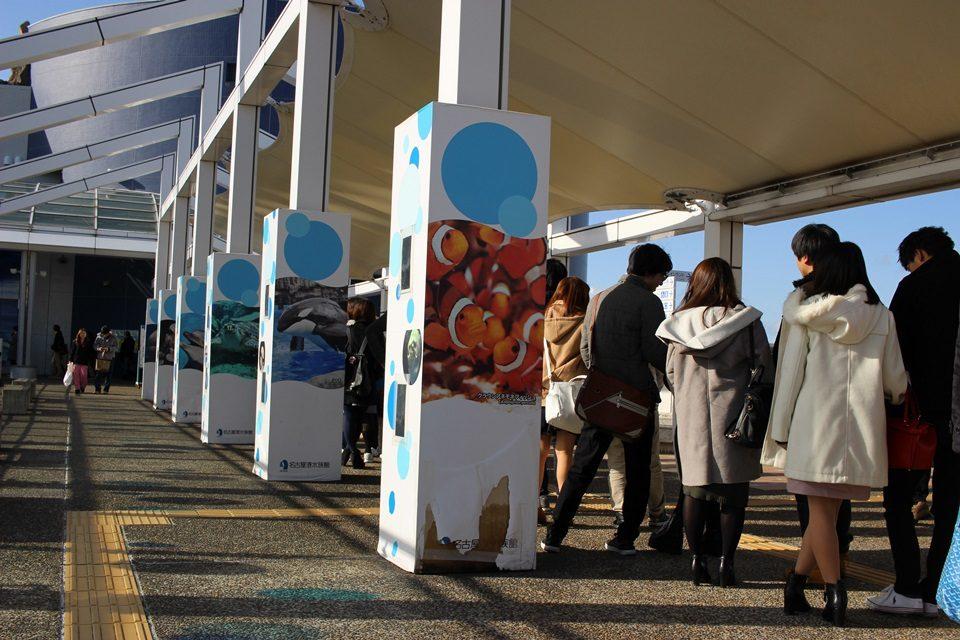 名古屋港水族館 チケット売り場から延びる列