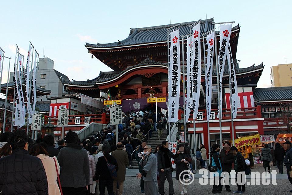 大須観音 初詣参拝客の行列