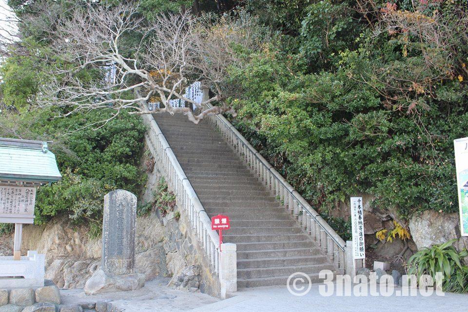 八百富神社への階段