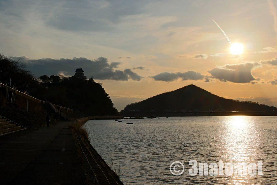犬山城と木曽川の夕景