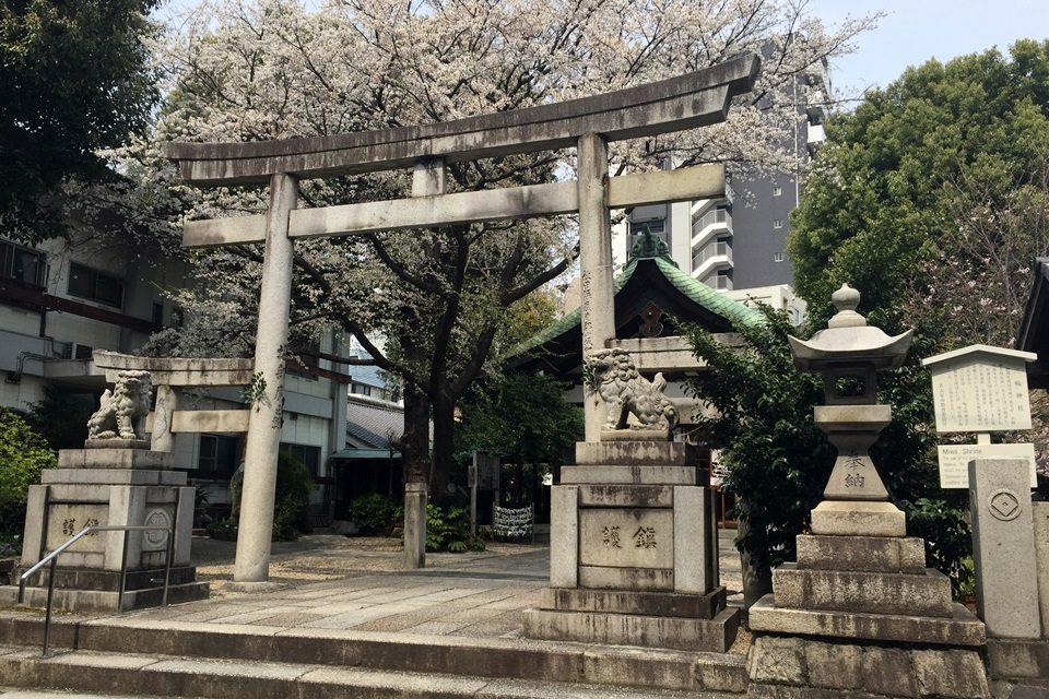 三輪神社 正面鳥居