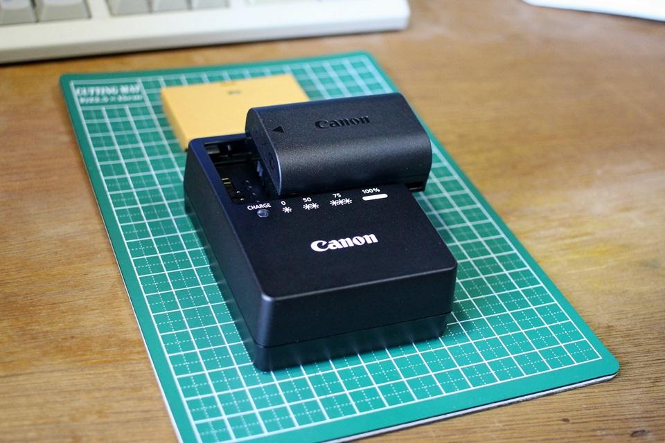 Canon EOS 80D バッテリーパック( LP-E6N)