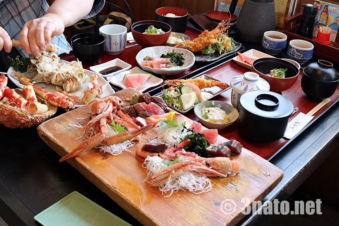 テーブル満載のお料理(蒲郡市形原 山女魚さん)